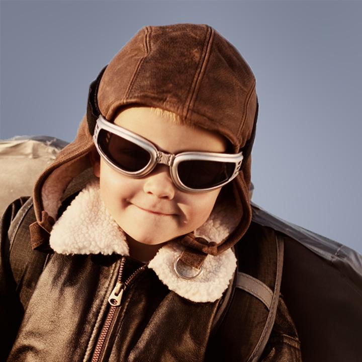 Junge mit Flügel auf dem Rücken als Sinnbild für: Zur Erweiterung des kompetenten Experten-Teams suchen wir eine erfahrene Persönlichkeit (m/w) als Senior Management Consultant / Senior Project Manager.