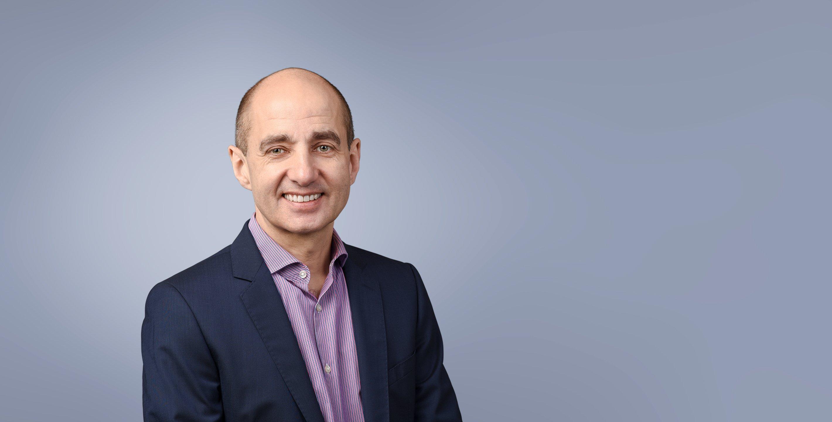 Robert Scherrer - Management Consultant und Certified Partner - Project Competence – Digitale Transformationen, IT-Strategie, Coaching, in Business-Attire